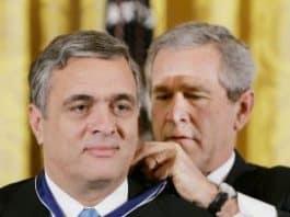 Tenet receiving Presidential Medal of Freedom from President Bush